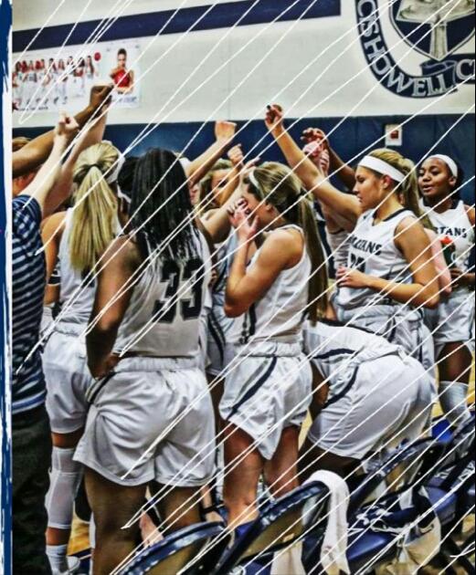 Holt%27s+Varisty+Girls+Basketball+Team+breaking+their+huddle+
